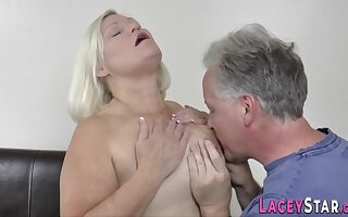 Slutty Wrinkly Gets Pounded - Granny Mating