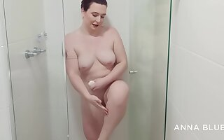 Anna Blue Shows Not present To Her Lover In Dramatize expunge Bathroom And Shaves Her Pussy