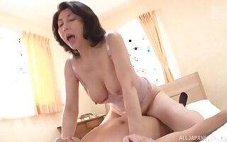 Passionate shacking up unaffected by the borderline with a Japanese mature wife