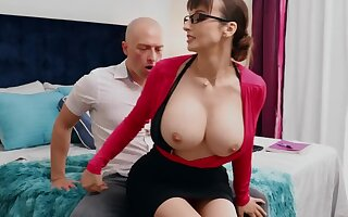 Nerdy MILF with big pair thinks sex is the best therapy for stud