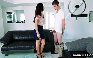 GF's hot stepmom India Summer offeres herself spreading legs wide open