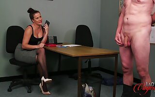 Hot pain in the neck babe Sarah Snow drops her clothes to tease a naked man