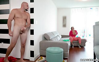 Quickie fucking in a catch living-room adjacent to large irritant Rose Monroe