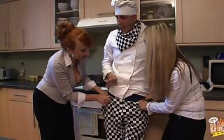 Amateur man gets his dick pleasured by Annabelle and Red in the pantry