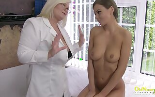 Horny mature get ahead her hand to help at hand discipline and ended up masturbating together at hand hot bird