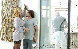 Drop dead comely stepmom Olivia Austin seduces curly man Tyler NIxon
