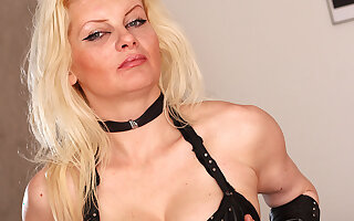 Horny Blonde Mature Nympho Playing With Her Pussy - MatureNL