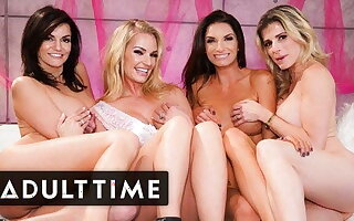 Bachelorette Bunch Hosts The HOTTEST Lesbian Foursome Ever!