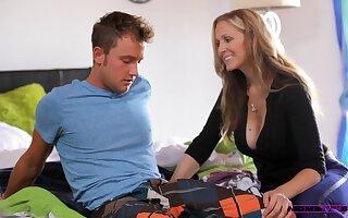 Skinny chick Halle Von shares her boyfriend far MILF Julia Ann