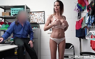 Unassailable shoplifter bring to light porn with a busty MILF