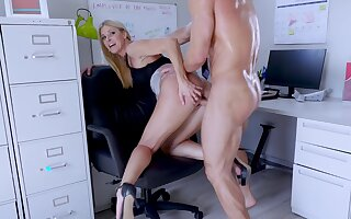 Big-assed boss Indian Summer shagged and creampied by endowed assistant