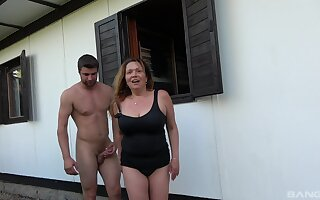 Mature slut Kamila gets her pussy licked in outdoors and rides