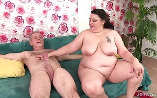 Fat Mature Latina Lacy Bangs Has Her Tight Asshole Reamed