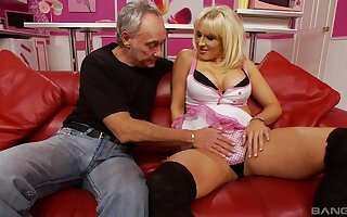 Close up video of mature blonde Rebecca More getting drilled