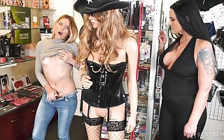 Nice lesbian sex on the floor - Simony Diamond and Amber Pearl