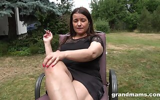 Busty chubby mature lady is happy to masturbate outdoors at the backyard