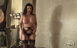 Cock caring milf with huge boobs, Aletta Ocean is posing to be passed on fore be required of be passed on webcam