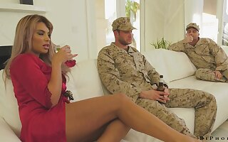 Sex starved housewife having an MMF threesome with duo bisexual men