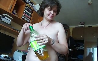 This mature Russian woman turns me on big years and she gives well-disposed head