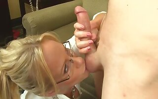 Auntie likes my dick plus she wants nigh suck it dry