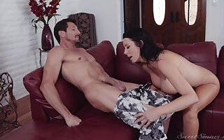 Hot ass mature wife Reagan Foxx knows notwithstanding how adjacent to drove a stiff cock