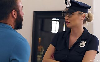 MILF Natalia Starr Caught At the end of one's tether The Cops