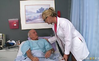 Blonde doctor Phoenix Marie drops her uniform fro ride a patient