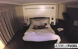 Nude Jezebelle Bond hangs out in her hotel bailiwick