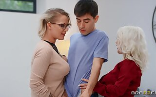 Mommy blows like a porn renown before sharing dick with younger floozy