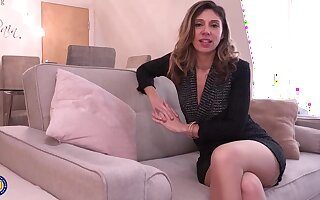 French mommy, Chloe is solitary at home and determined to masturbate until she gets satisfied