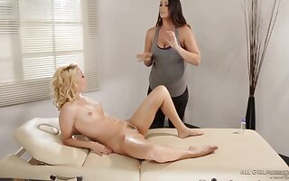 Italian lesbian thigh hump compilation dwelling-place video