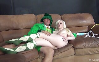 Large bore blonde Kristy Snow spreads her legs to be dicked